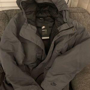New Nike downfit repel winter coat size medium
